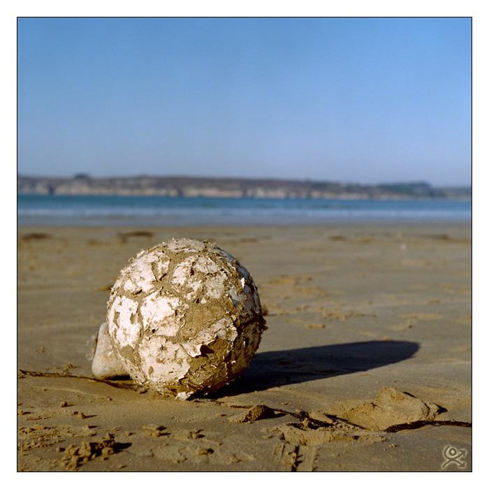 Un ballon sur la plage